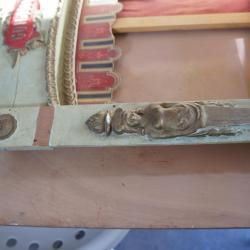Avant restauration - Absence de l'ornement plâtre doré sur le haut et sur la partie bois